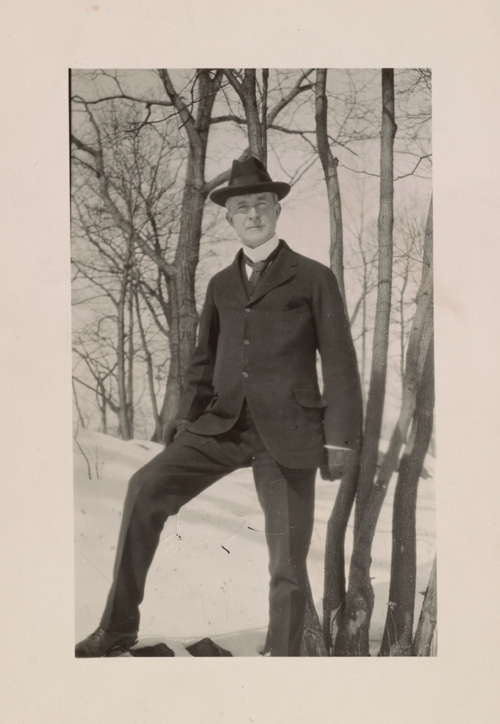 Unknown photographer, John Quinn at the Sleepy Hollow Club in Westchester, New York, ca. 1915. Aline and Eero Saarinen papers, Archives of American Art, Smithsonian Institution